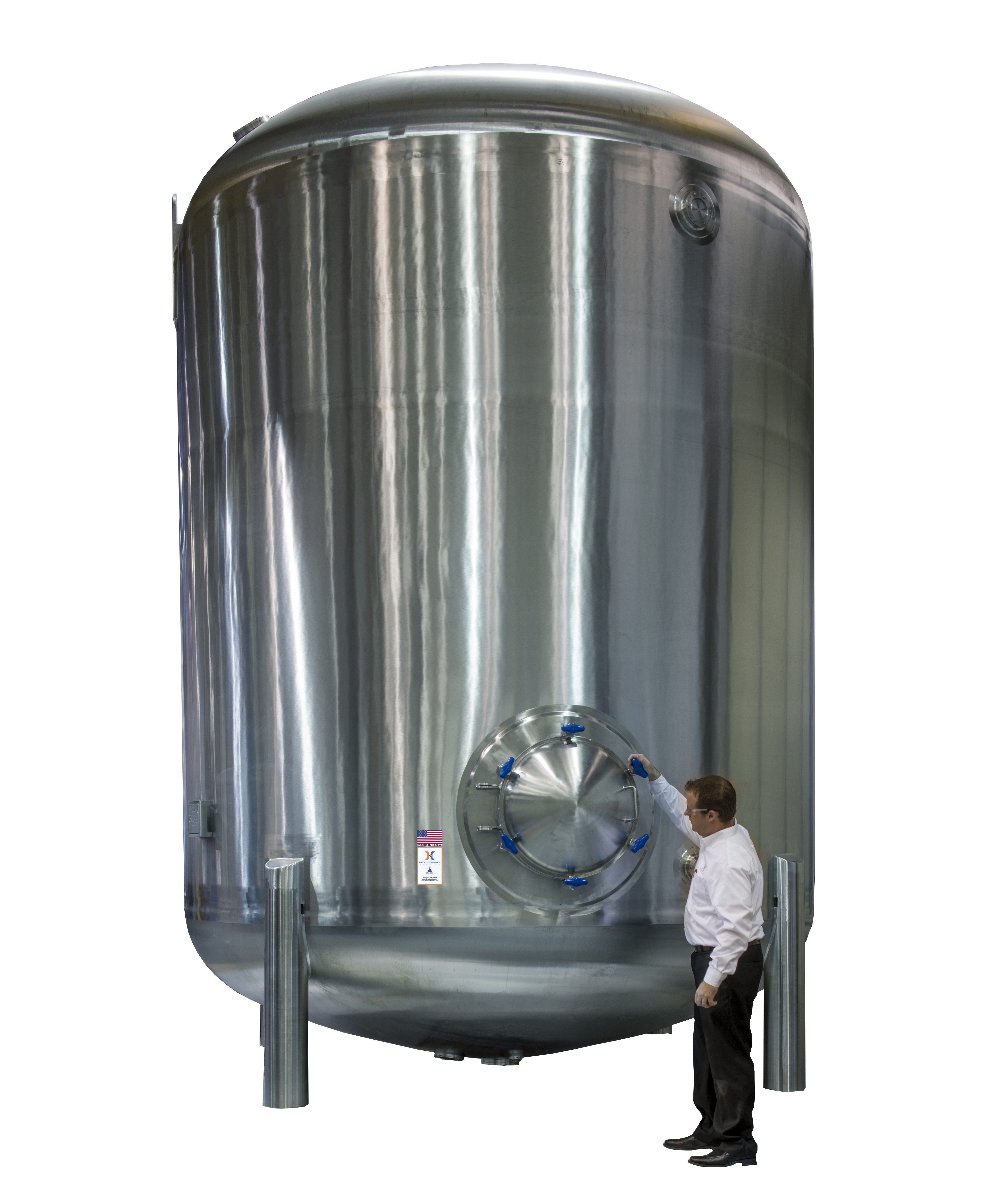 This atmospheric tank has vertical tank design.