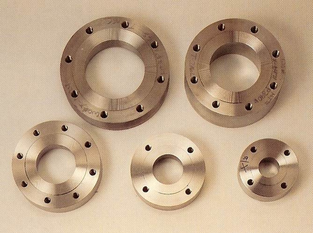 Our raised face flanges and flat face pad flanges let Holloway provide exactly the pad flange you require.